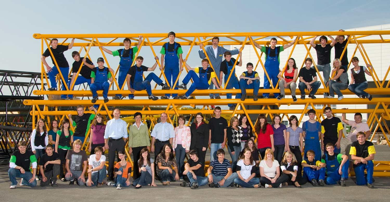 Auszubildende mit der Geschäftsführung - Sennebogen Maschinenfabrik GmbH