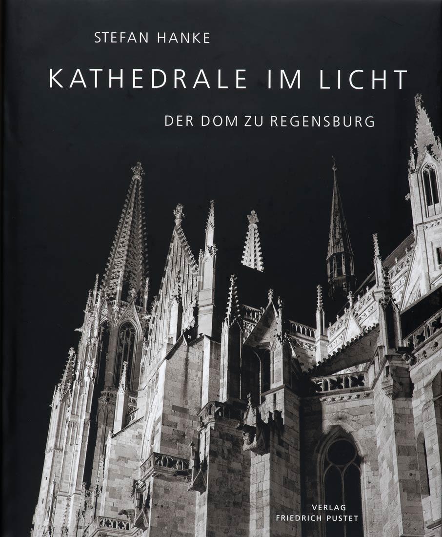 Das Buch 'Kathedrale im Lich - Der Dom zu Regensburg' kann unter Info bestellt werden.