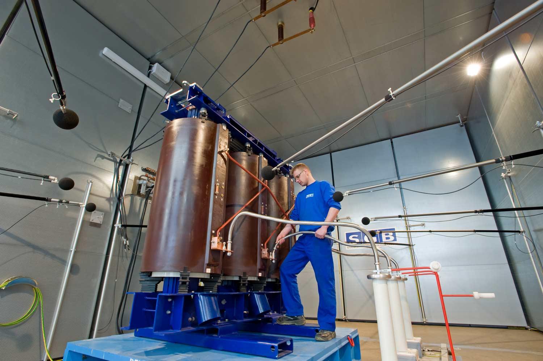 Geräuschemessung eines Giessharztransformators - Starkstrom Gerätebau GmbH