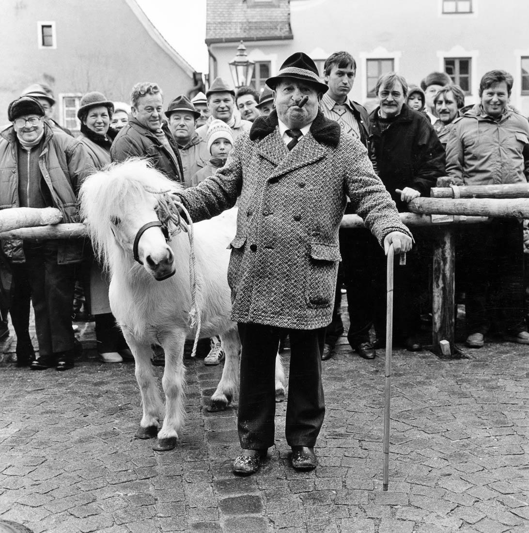 Pferdehändler am traditionellen Roßmarkt - Berching 1988