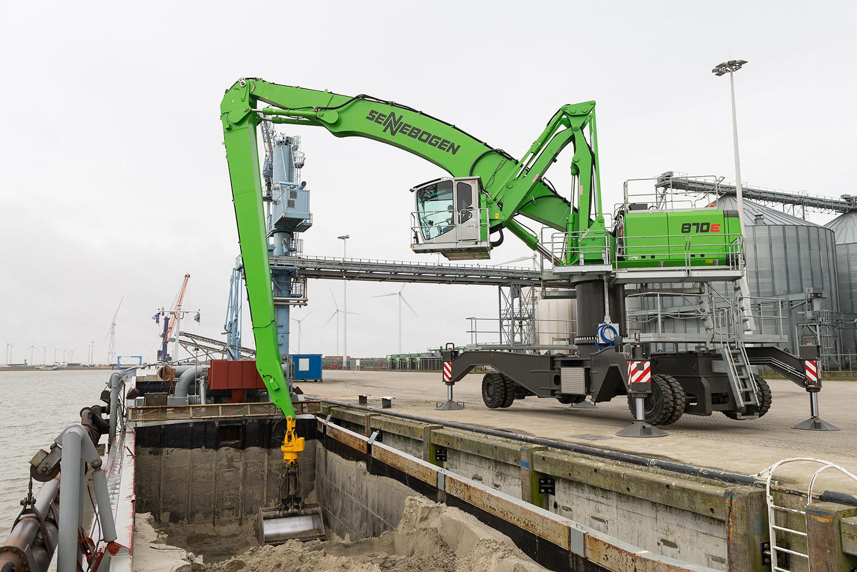 Sennebogen 870 E - Elzinga Group - Uithuizermeeden, Niederlande