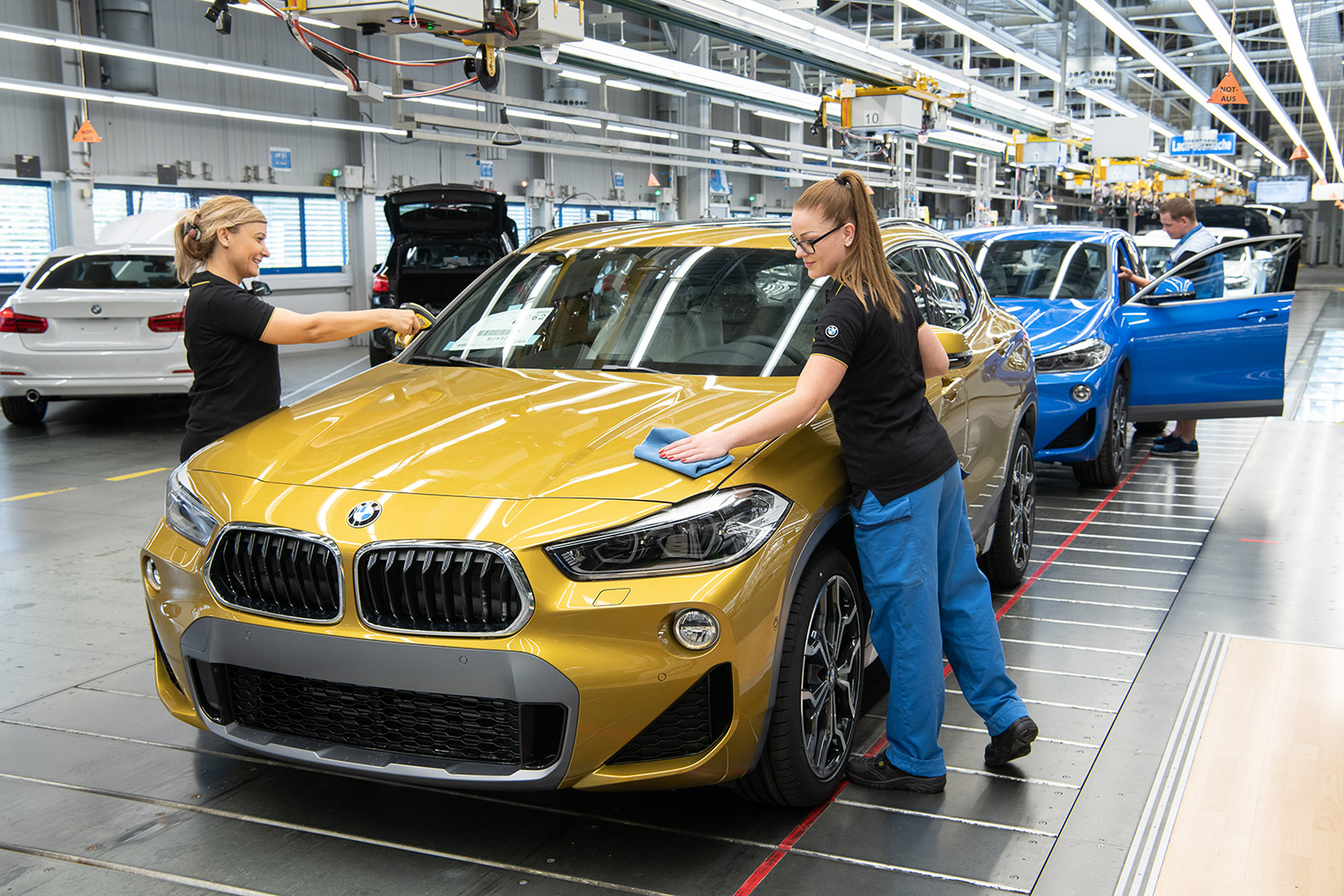 BMW X2 - Finish Montage - BMW Group Werk Regensburg