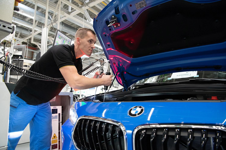 BMW X2 - Kontrolle Lichtsysteme - BMW Group Werk Regensburg