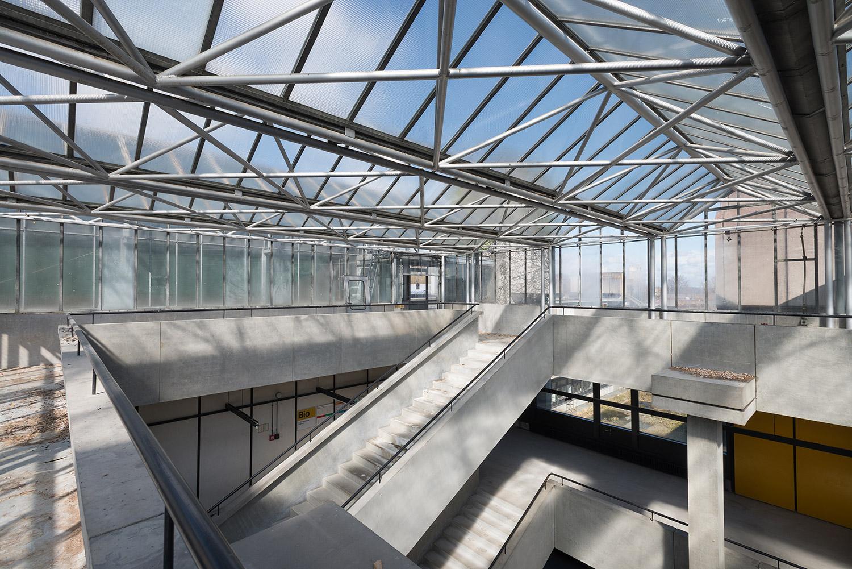 Doku vor Abriss - Treppenhausfoyer mit Glasdach in der Alten Biologie der Universität Regensburg